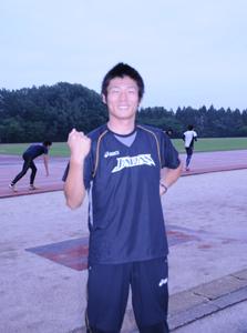 五輪代表が決定しガッツポーズをきめる中野弘幸君=2012年7月3日,愛知教育大学陸上競技場