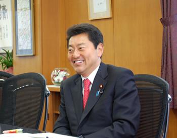 2015年11月23日 池田佳隆衆議院議員が訪問し,後藤学長らと懇談